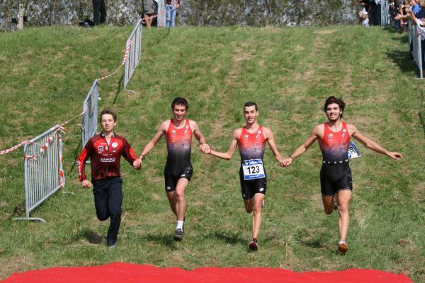 """Triathlon """"Raid de Ste-Adresse"""" 2012: Joé et Samy associés à Roman font une équipe qui gagne!"""