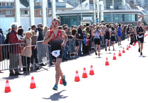 """Résultats nationaux du """"class-triathlon"""" 2013: Joé est dans le groupe de tête."""