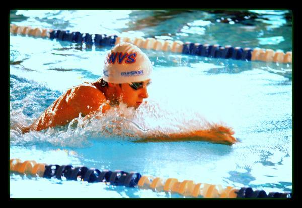 """Championnats de Normandie """"hiver"""" de natation à St Lô: Joé entre en lice sur la finale du 100 m brasse."""